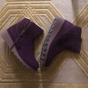 Mint condition BearPaw purple booties size 7